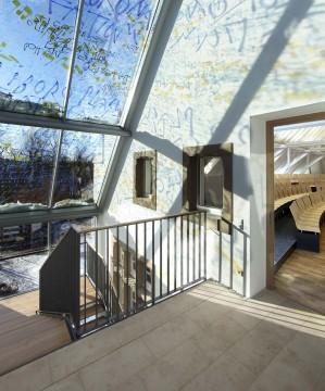 Glasdach und oberste Ebene des neuen Treppenhauses